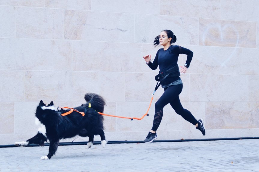 femme canicross runwithurdog